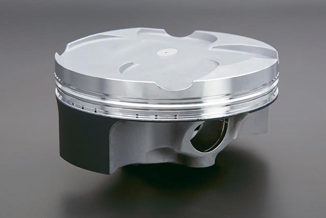 画像: 鍛造ピストンは直4エンジンとしては最大となるボア81㎜。表面処理はRC213Vと同じ。