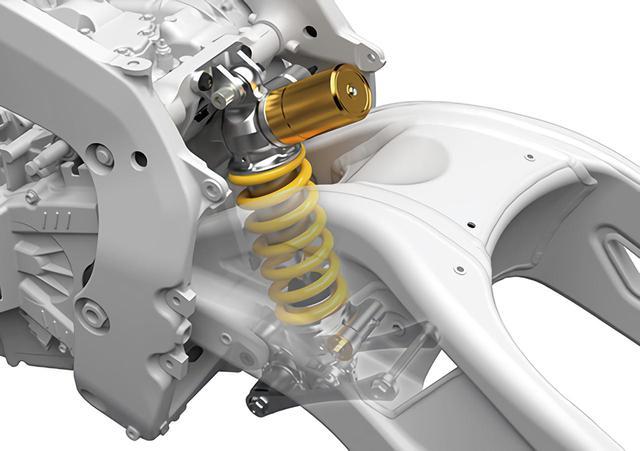 画像: エンジンのケース後部にショックマウントを設けリアショックをマウント。これでフレームのクロスパイプも廃止している。