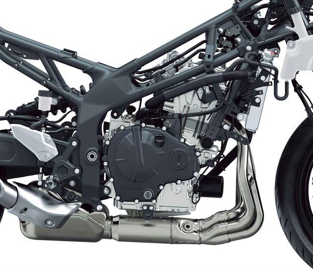 画像: 優れたハンドリングの実現のため、エンジンの搭載位置をできるだけ高くして、重心の位置にも配慮している。