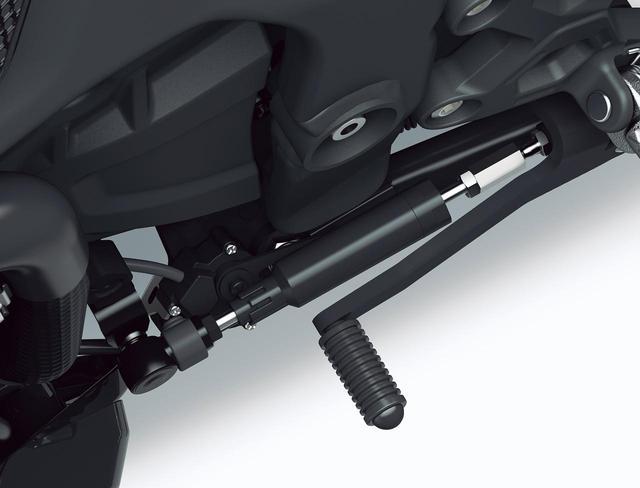 画像: KQS(クイックシフター) アップ/ダウン両方に対応するクイックシフター・KQSは上級仕様車「SE」に標準装備されているが、スタンダードにもオプションで装着可能。オートブリッパーも備える。