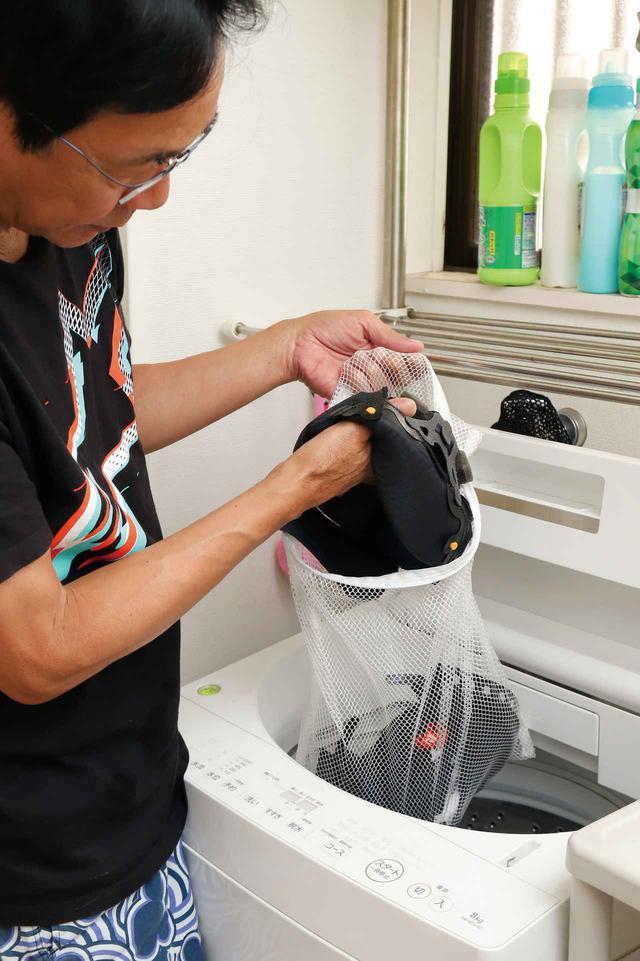 画像: 手洗いが面倒ならネットに入れて洗濯機で洗ってもいい。調整機能があるなら水量を多め、水流を弱めに設定し、洗剤は少なめに。