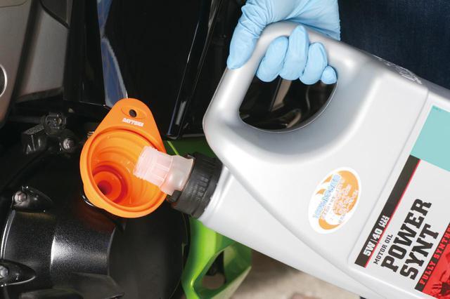 画像7: バイクのエンジンオイルってどうやって交換するの? オイルの交換方法・交換サイクル、必要な用品を紹介