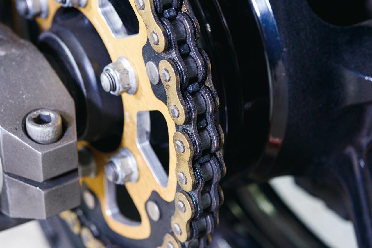 画像1: バイクのチェーンのメンテナンス方法と便利な用品を紹介! 必要な道具と手順が分かれば自分で簡単に清掃・注油はできる!