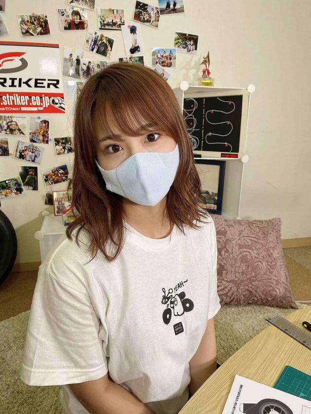 画像: 平嶋夏海はペールブルーを選択。