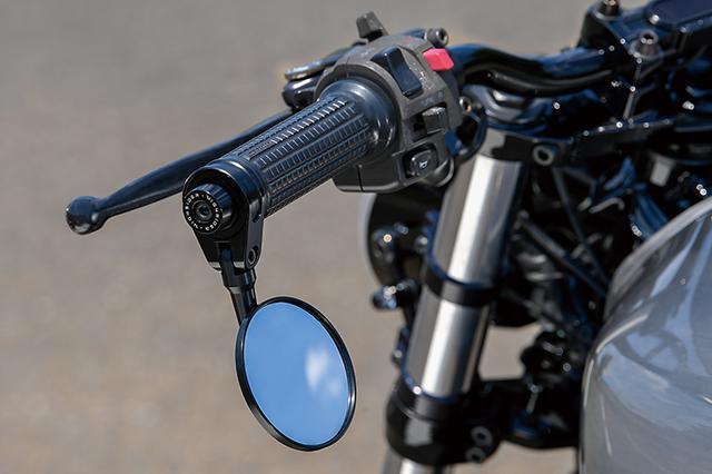 画像: バーエンドミラー、メーター、グリップ。また灯火類はモトガジェット製。G-zac.comはネット通販でこうしたパーツを販売している。
