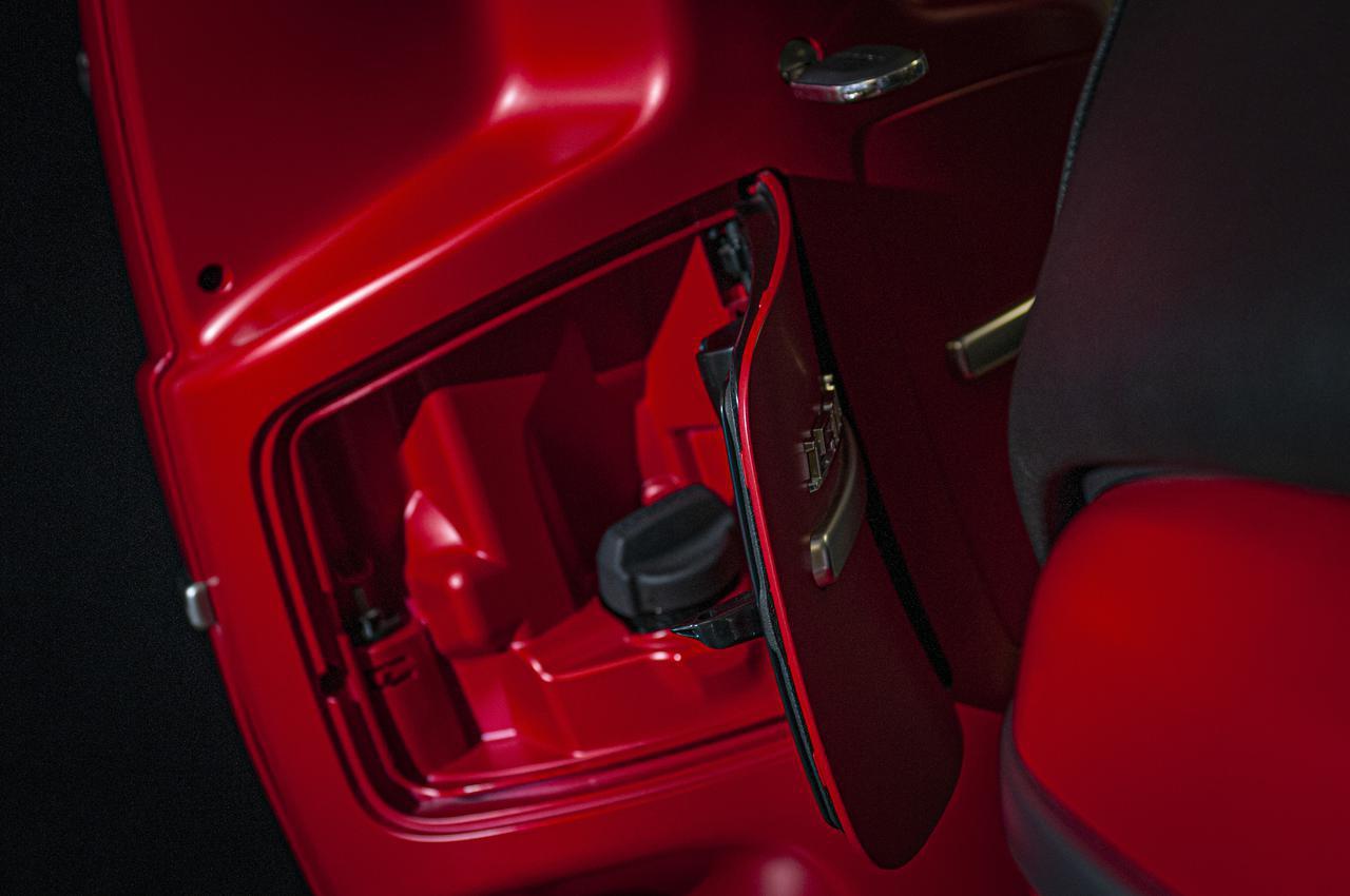 画像4: 【特別仕様車】ディテールの細部まで麗しいフレンチスクーター「プジョー・ジャンゴ スポーツ」の類稀なデザインに迫る!