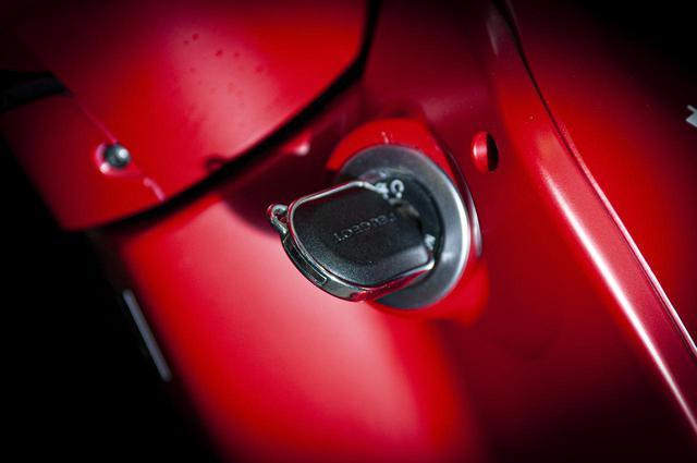画像6: 【特別仕様車】ディテールの細部まで麗しいフレンチスクーター「プジョー・ジャンゴ スポーツ」の類稀なデザインに迫る!
