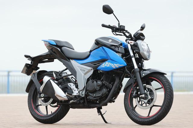 画像: SUZUKI ジクサー150 総排気量:154cc エンジン形式:空冷4ストSOHC2バルブ単気筒 全長×全幅×全高:2020×800×1035mm 発売日:2020年3月4日 メーカー希望小売価格:税込35万2000円