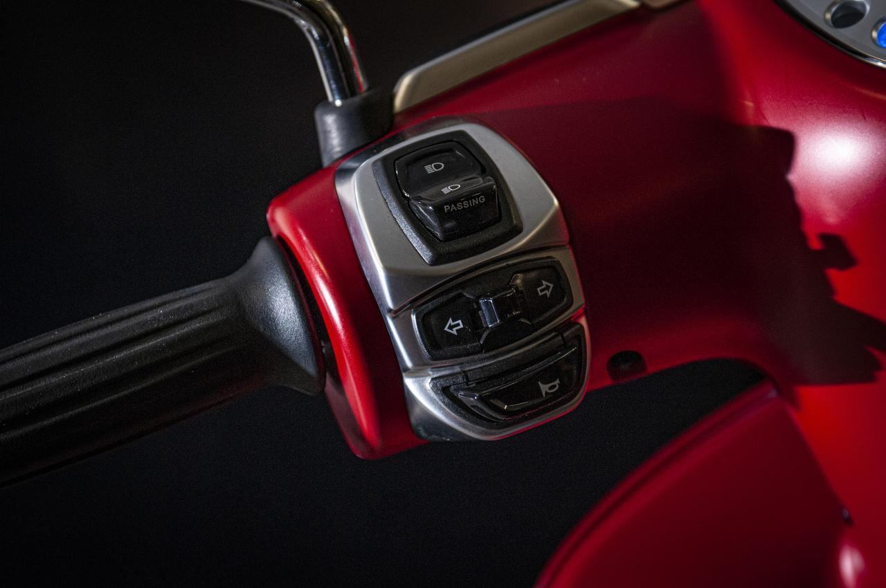 画像1: 【特別仕様車】ディテールの細部まで麗しいフレンチスクーター「プジョー・ジャンゴ スポーツ」の類稀なデザインに迫る!