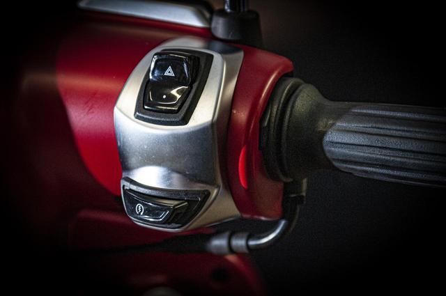 画像2: 【特別仕様車】ディテールの細部まで麗しいフレンチスクーター「プジョー・ジャンゴ スポーツ」の類稀なデザインに迫る!