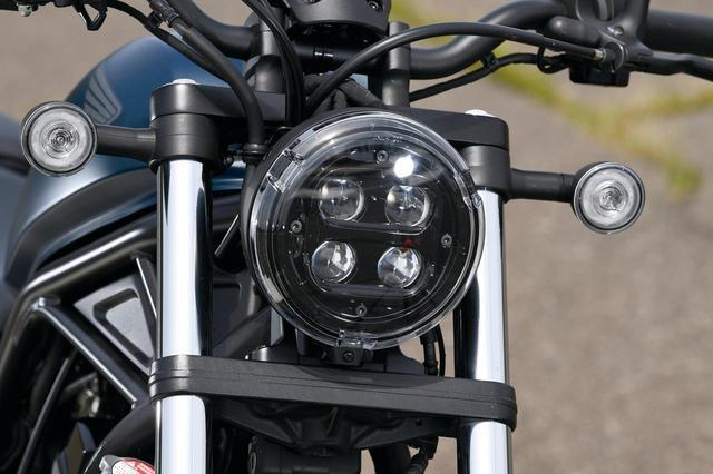 画像: 2020年モデルとなってリニューアル、4眼LEDヘッドライトになって顔つきがガラッと大イメージチェンジ。合わせてウィンカーもリング状に点灯するLEDに変更された。