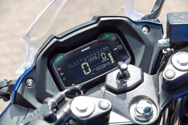 画像: 反転表示の液晶メーターは、ポジションインジケーターのほか時計やオド/ツイントリップなど機能も多彩。