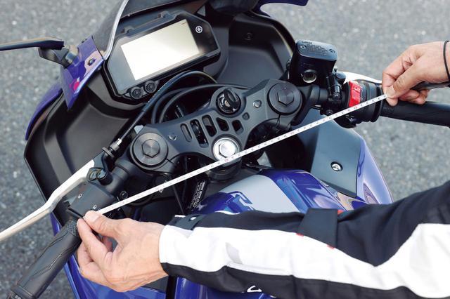 画像: ハンドルはトップブリッジ下にマウントされたセパレートタイプで、ハンドル幅はあるものの取り回しもしやすい。 幅:55.5cm(編集部実測値) 高さ:87.5cm(編集部実測値) 切れ角:NA