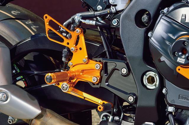 画像: ステップは8ポジションのレーシングコンセプト(写真/スイッチ類適合なし)と、5ポジションのストリート用(同あり)から、ニーズや好みでチョイスできる。