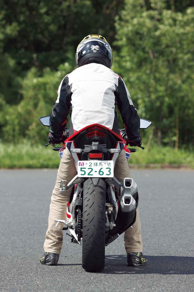 画像12: 【投票してね】4台の足つき性とライポジを比較! あなたが好きな250ccスポーツバイクはどれ? カワサキNinja250・ヤマハYZF-R25・スズキGSX250R・ホンダCBR250RR