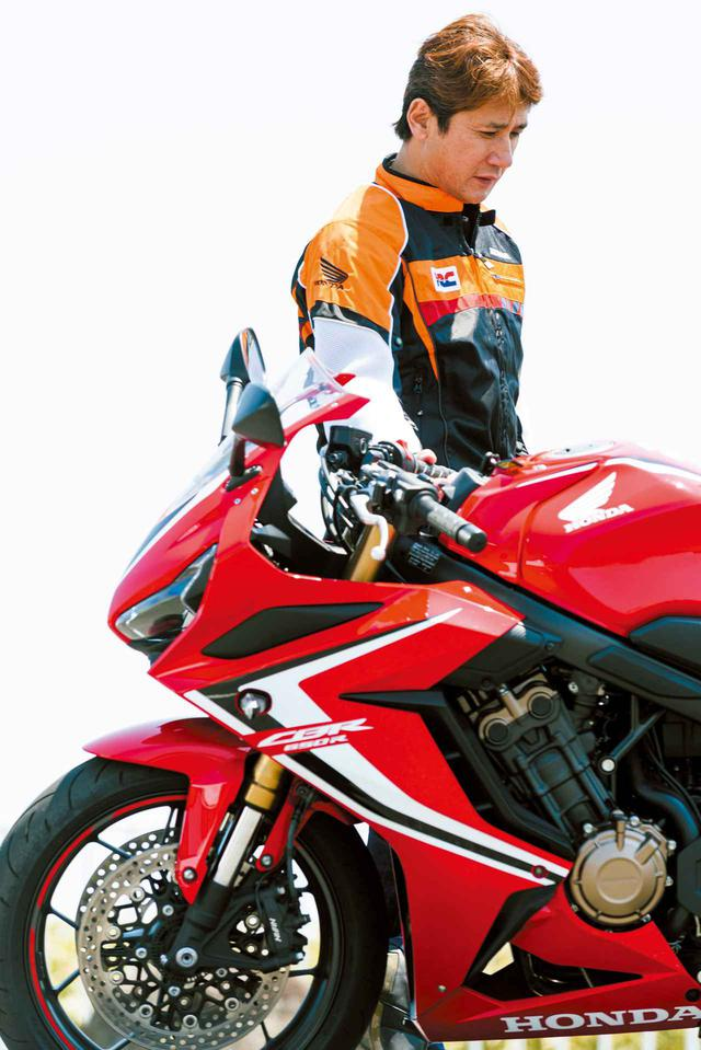 """画像: 厳しい評価眼を持つ伊藤さんですが、""""個人的に欲しいバイクランキング""""のベスト3に入るかも…と、CBR650Rの仕上がりぶりを高く評価していました。"""