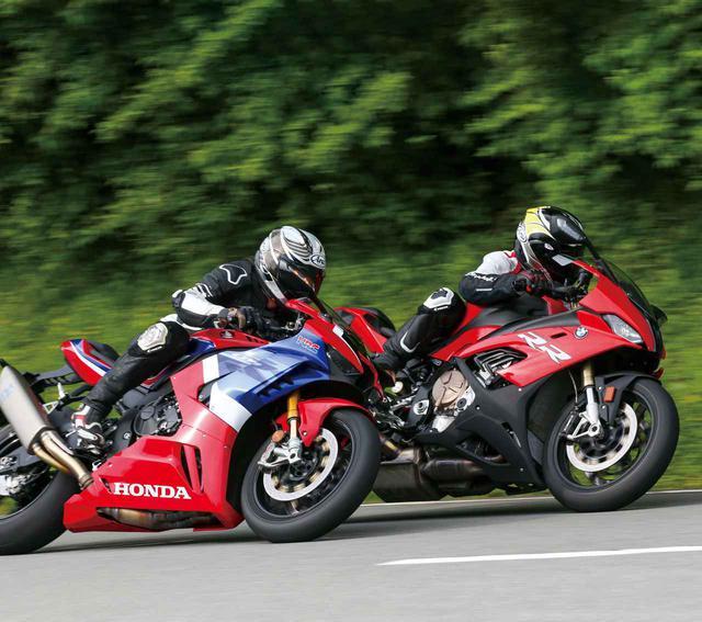 画像: (左)Honda CBR1000RR-R FIREBLADE SP (右)BMW S 1000 RR