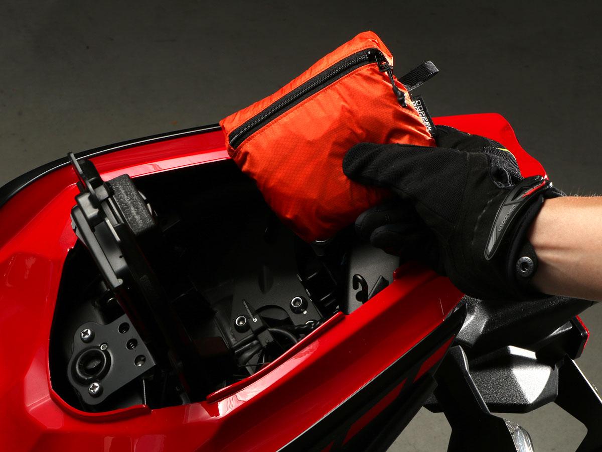 画像2: これぞライダーのためのエコバッグ! ヘルメットも収納できて畳めばシート下に納まるリュックをドッペルギャンガーが開発