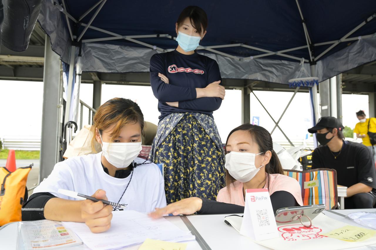 画像: コロナ感染対策で、ブリーフィングはリモートで開催!
