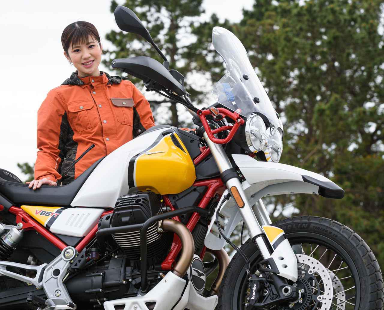 画像: 梅本まどか × モト・グッツィ「V85 TT」足つき性もチェック!【オートバイ女子部のフォトアルバム】 - webオートバイ