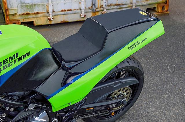 画像: このプロトタイプではシングルシートタイプのカバーを装着。走行にも問題がないことなどのテストも重ねられている。