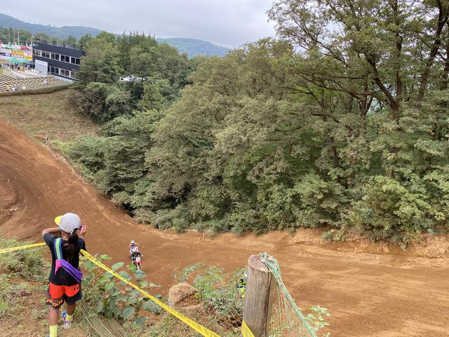 画像: 大坂を登る姿も観られちゃいます!