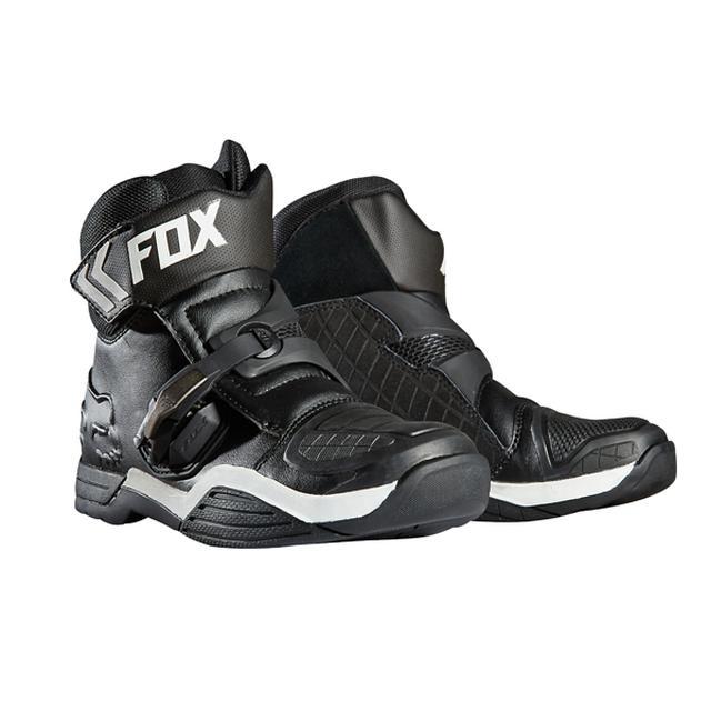 画像: フォックスレーシング ボンバーブーツ オンロード・オフロードどちらにも使えるオールラウンダーショートブーツ。動きやすく履き心地の良いショートデザイン。プロテクション性能と足の動きの自由度を高いレベルで両立。 https://www.dirtbikeplus.jp/ www.dirtbikeplus.jp