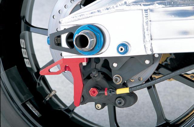 画像: リアブレーキは、キャリパーとディスク、パッドともSTDをそのまま流用するが、ホースはフロント同様スピードフローに換装される。