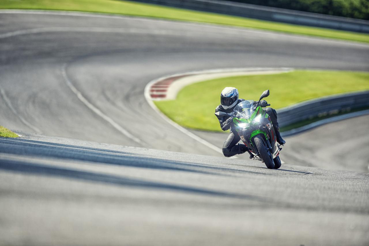 Images : 10番目の画像 - カワサキ「Ninja 400」シリーズ(2021年モデル)の写真をもっと見る! - webオートバイ