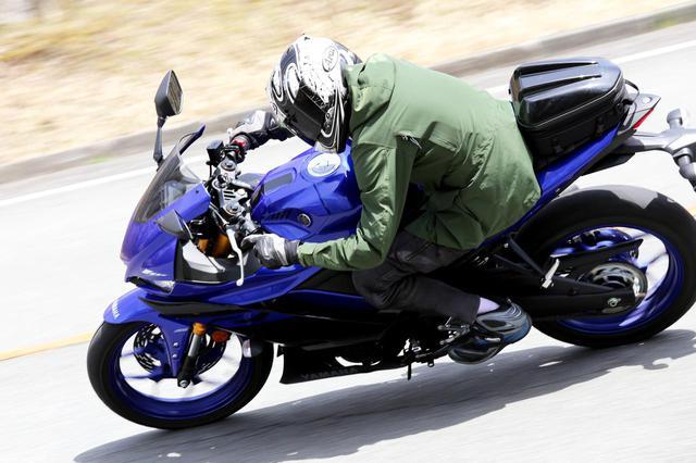 画像: スポーツタイプのバイクに荷物を積む方法|ビギナーライダー向け! 安全第一の積載テクニックとシートバッグの選び方 - webオートバイ