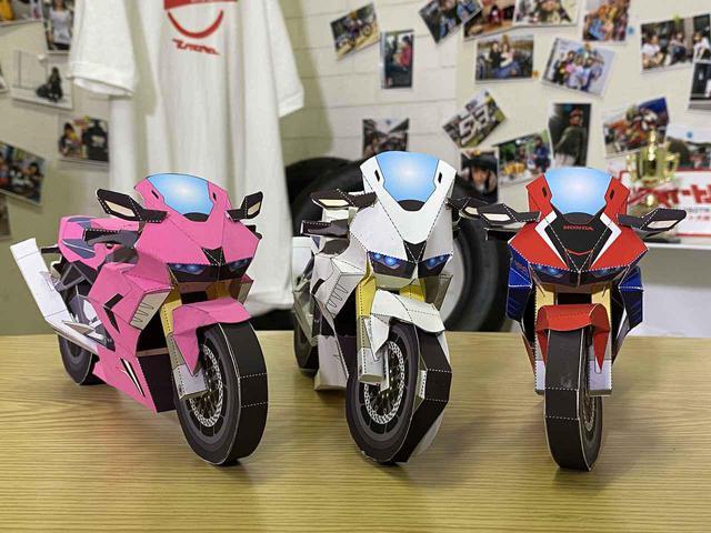 画像: オートバイ女子部の3作品。