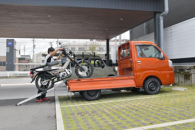 画像: 押してくれたのはホンダドリーム名古屋守山店の伊藤店長。後ろに見える車が次回のアレです。