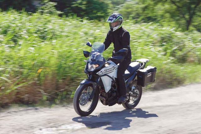 画像: Kawasaki VERSYS-X 250 TOURER エンジン形式:水冷4ストDOHC4バルブ並列2気筒/248cc シート高:815mm 車両重量:175kg タイヤサイズ(前・後):100/90-19M/C 57S・130/80-17M/C 65S 最低地上高:180mm メーカー希望小売価格:税込64万1300円