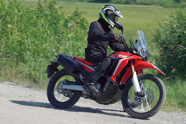 画像: Honda CRF250 RALLY エンジン形式:水冷4ストDOHC4バルブ単気筒/249cc シート高:895mm(Type LDは830mm) 車両重量:157kg(Type LDは156kg) タイヤサイズ(前・後):3.00-21 51P・120/80-18M/C 62P 最低地上高:270mm(Type LDは205kg) メーカー希望小売価格:税込71万5000円