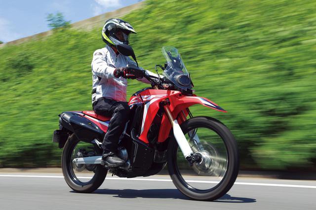 画像: Honda CRF250 RALLY エンジン形式:水冷4ストDOHC4バルブ単気筒/249cc 最高出力:18kW(24PS)/8500rpm 最大トルク:23N・m(2.3kgf・m)/6750rpm シート高:895mm(Type LDは830mm) 車両重量:157kg(Type LDは156kg) メーカー希望小売価格:税込71万5000円