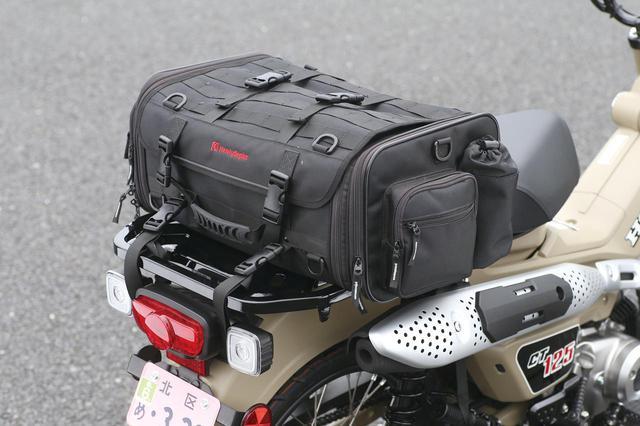 画像: 大型キャリアは積載性も非常に良く、大きなサイズのバッグも積載可能。キャンプやツーリングに大いに役立つ装備だ。