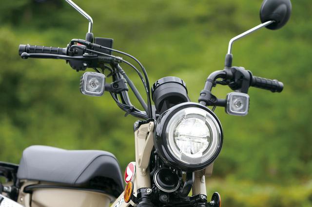 画像: リング状のLEDポジションランプの中に、上下2段式のLEDヘッドライトをセット。ウインカーは大きな角形デザインのLEDだ。