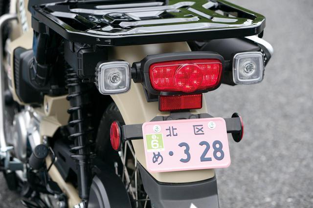 画像: LEDテールランプはCB1100用のものに近いデザイン。LEDウインカーはクリアレンズの角形ユニットを採用している。