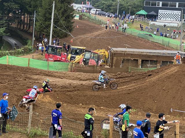 画像: これはLMXクラスの走りですが、この坂の前田のコーナーです。