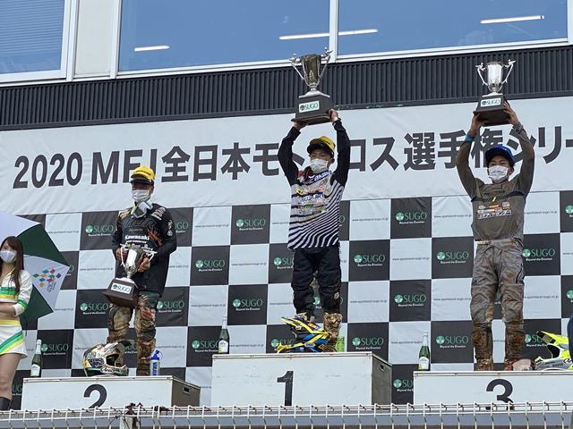 画像: レース1後の表彰式の様子です。