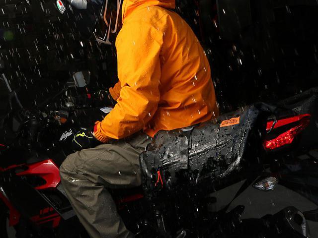 画像: スポーツバイク特有のリア周りに合わせた仕様と形状