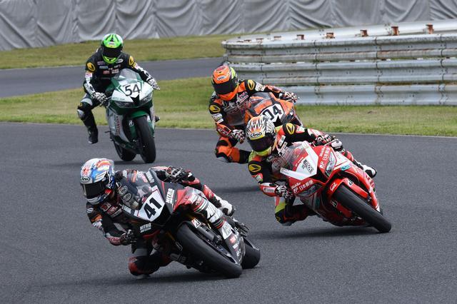 画像: レース中ずっと引っ張った41岡本
