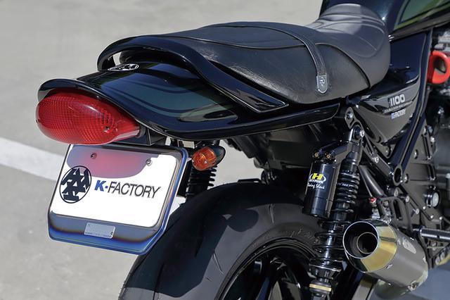 画像: フェンダーレスキット、チタン製ナンバープレートホルダーもケイファクトリー。外装ペイントはアラタカデザインによる。