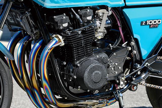 画像: エンジンはボーリングやホーニングなどの内燃機加工も含めてブルドックによる自社内加工。発電量を大容量化し、かつZ系の弱点であるワンウェイクラッチの滑りをなくしたダイナモ/ワンウェイクラッチキットや、外側からもドライブシャフト/シフトシャフトを支持し、ミッションベアリングにかかる負担を軽減するアウトボード&オフセットスプロケットなどもMccoyオリジナルだ。
