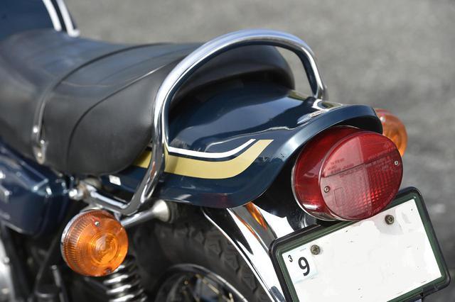 画像: 750RS は終始丸形のテールランプを採用。