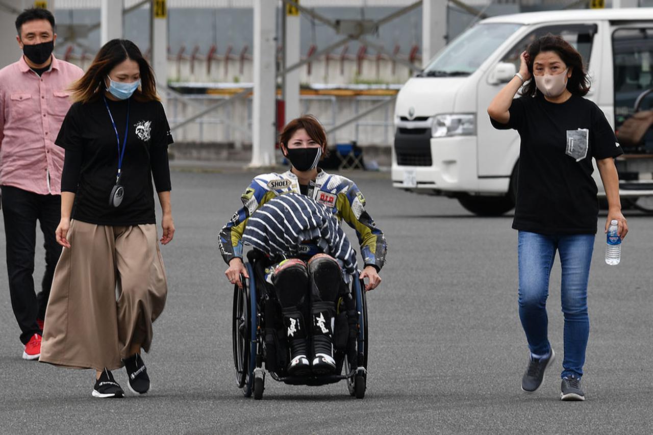 画像: 今回パラモトライダー体験走行会初の女性参加者となった川口さんは九州から日帰りで参加。前回の見学も日帰りでやってきたツワモノでもある。