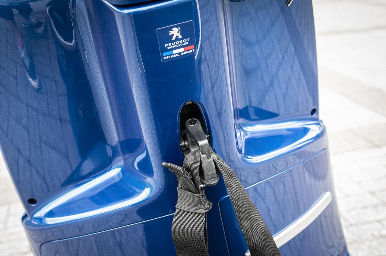 画像7: 【お値打ち車両の選び方】原付二種&軽二輪スクーターをお探しなら、オシャレなのに便利な「プジョー・ジャンゴ スポーツ」を選べば間違いナシ!《Webオートバイ特別限定車は9月30日まで!》