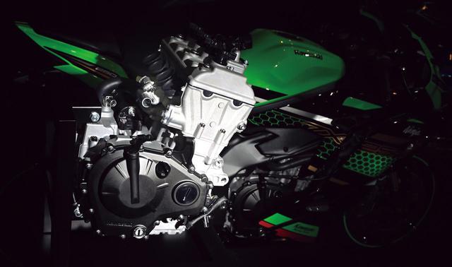 画像: カワサキ「Ninja ZX-25R」のエンジンを徹底解剖! 四半世紀を経て復活した250cc 4気筒の全貌をご覧あれ! - webオートバイ