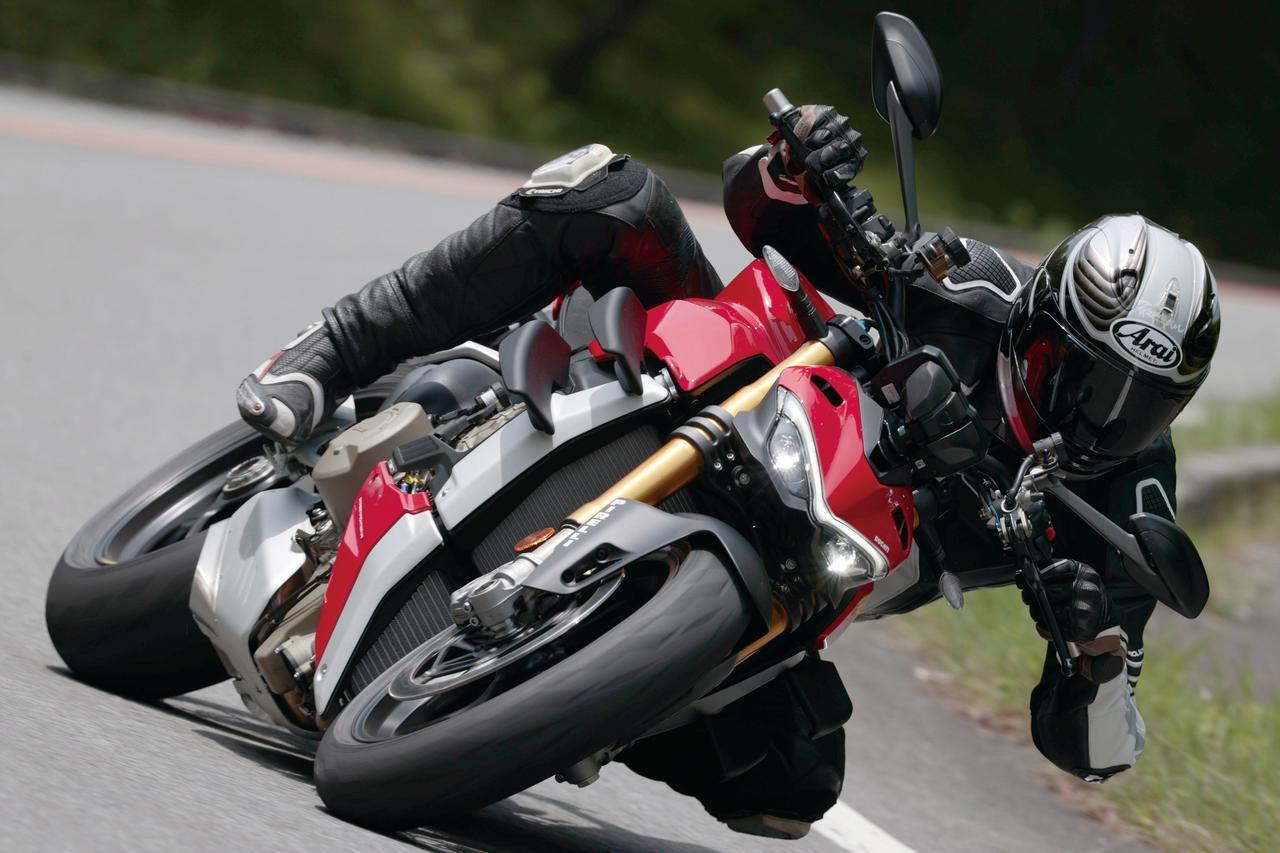 画像: ドゥカティ「ストリートファイター V4S」試乗インプレ(2020年)走りの性能・足つき性・各部装備・アクセサリーパーツまで徹底解説! - webオートバイ
