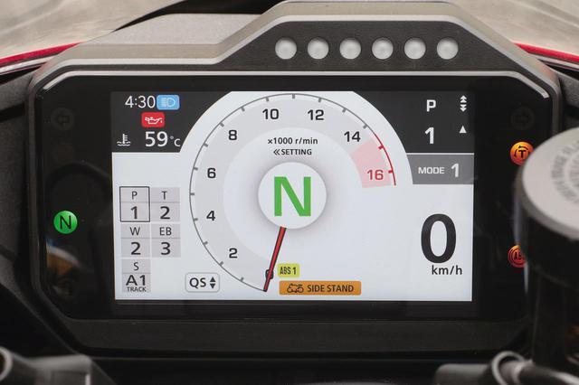 画像: ライディングモードは3種類。モード1の「トラック」は、パワー最強、トルク/ウイリーコントロールの介入は少な目、エンジンブレーキは最弱としたパフォーマンス重視仕様。